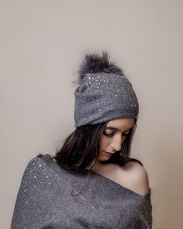 Winter hat/bonnet and scarf with stone